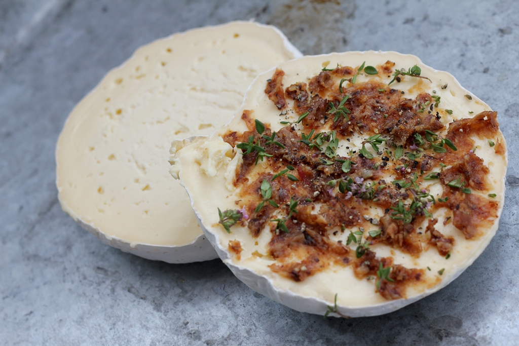 Baked Cheese with Roasted Garlic and Thyme