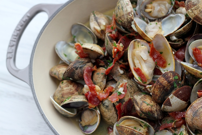 Clams with sherry and Iberico ham